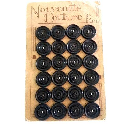 24 boutons en résine noir sur planche - ancien - 21mm - 491mp