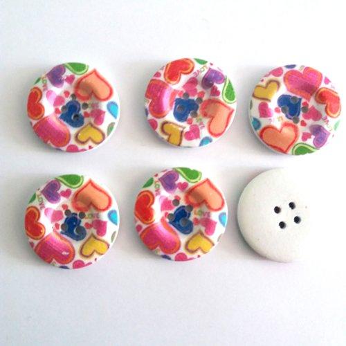 6 boutons fantaisies en bois un coeur multicolore - 30mm
