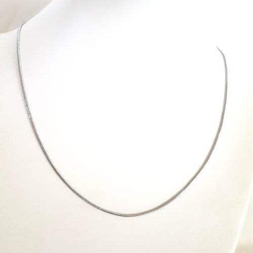 1 collier argenté mat en cuivre - maille serpent - 43cm