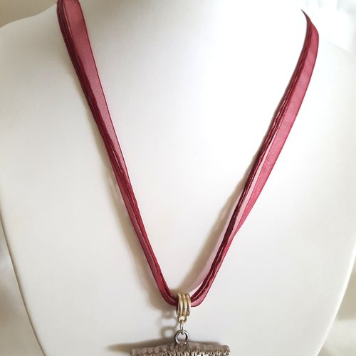 1 collier en coton et organza rouge foncé - 46cm