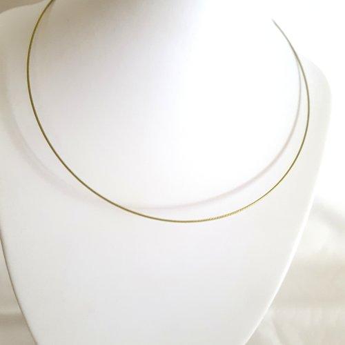 1 collier tour de cou rigide vert