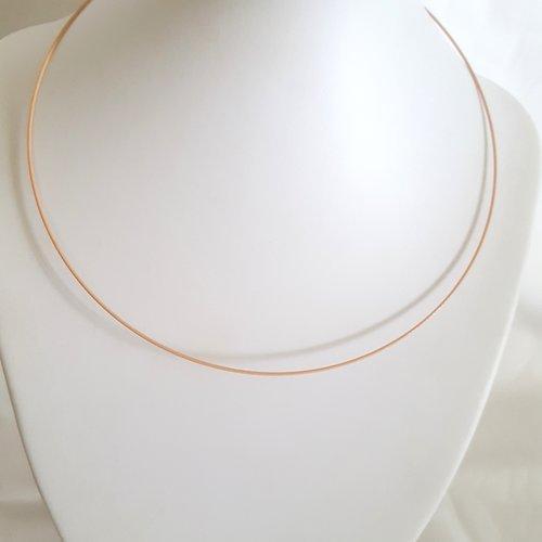 1 collier tour de cou rigide rose chair