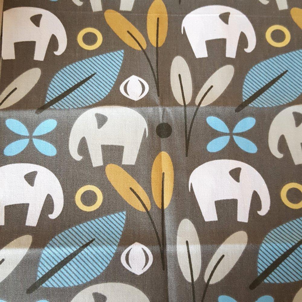 Coupon tissu - éléphant fond vert  - coton - 40x50cm