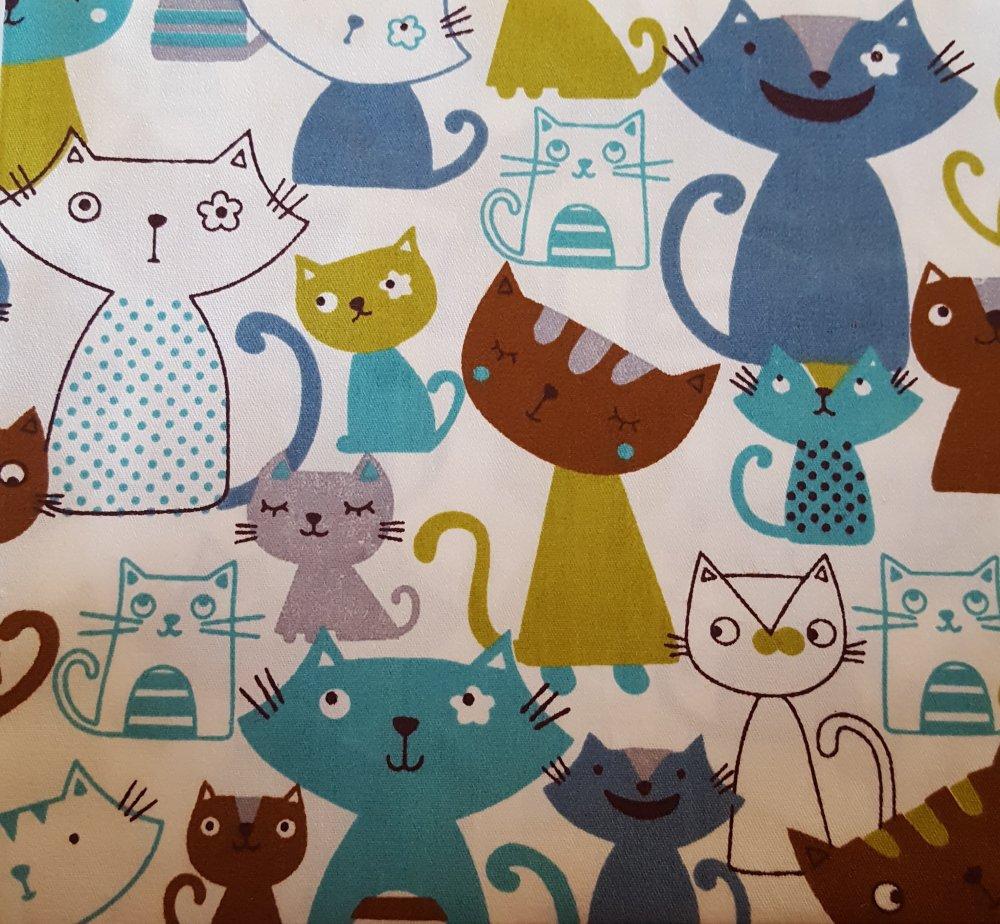 Coupon tissu - chats bleu sur fond blanc - coton - 40x50cm