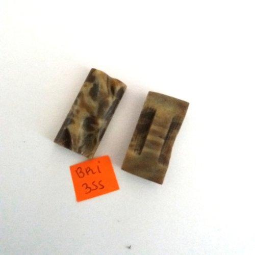 2 boutons en résine marron et beige - ancien - 31x15mm - bri355