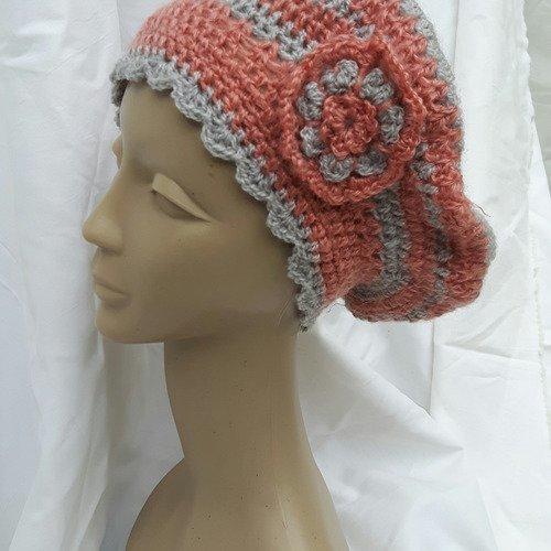 Bonnet beret femme rose et gris fleurs crochet en laine