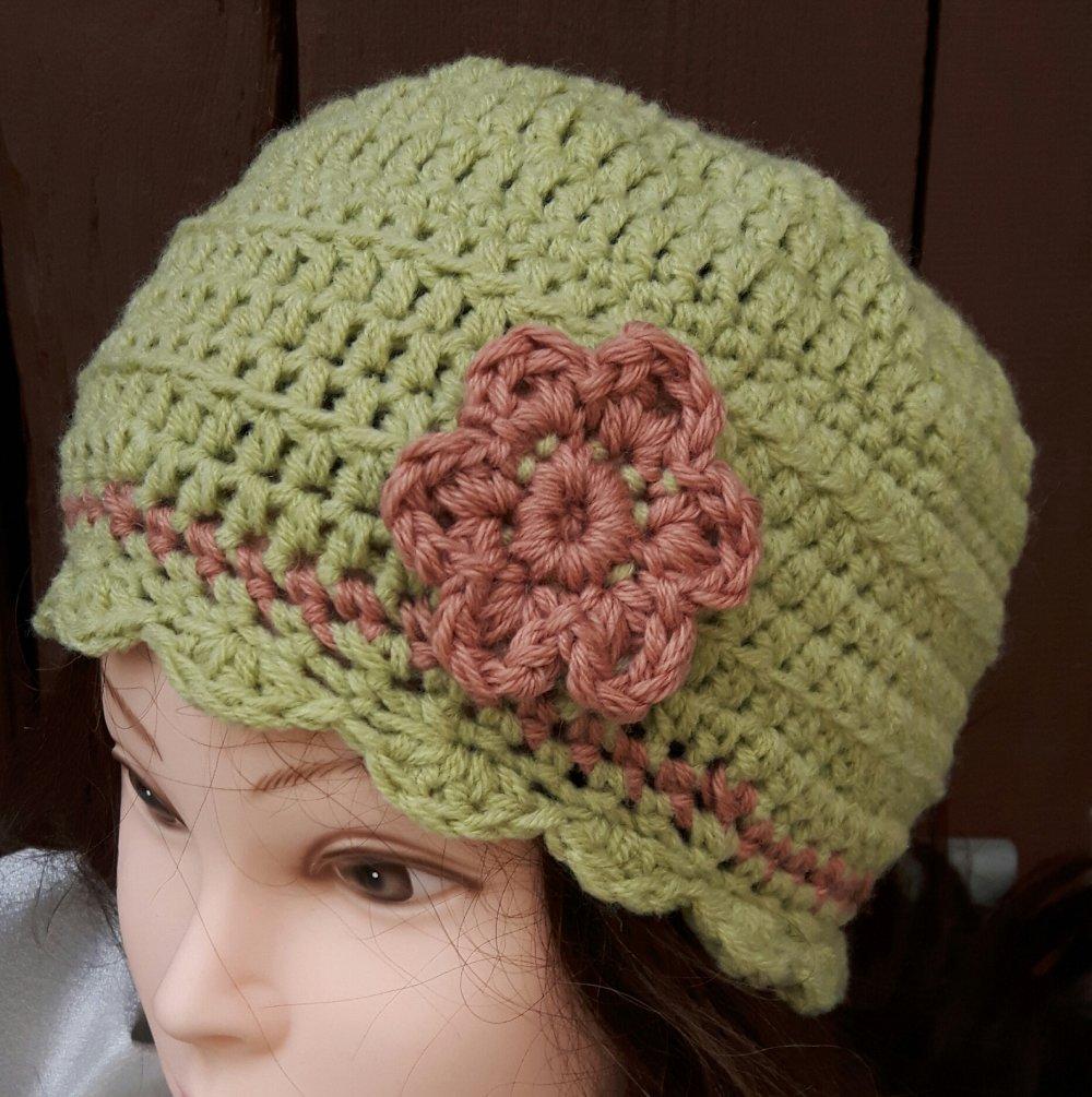 Bonnet Femme Vert Et Rose Fait Main Par Les Miennes Au Crochet Avec Fleurs Un Grand Marche