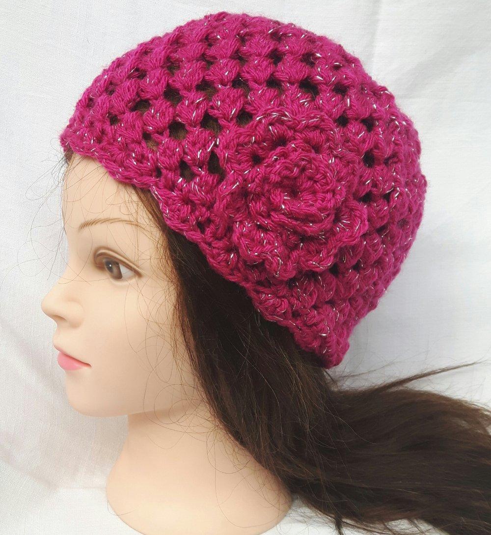 Bonnet Pour Femme Rose Fuchsia En Laine Fait Main Par Les Miennes Au Crochet Un Grand Marche