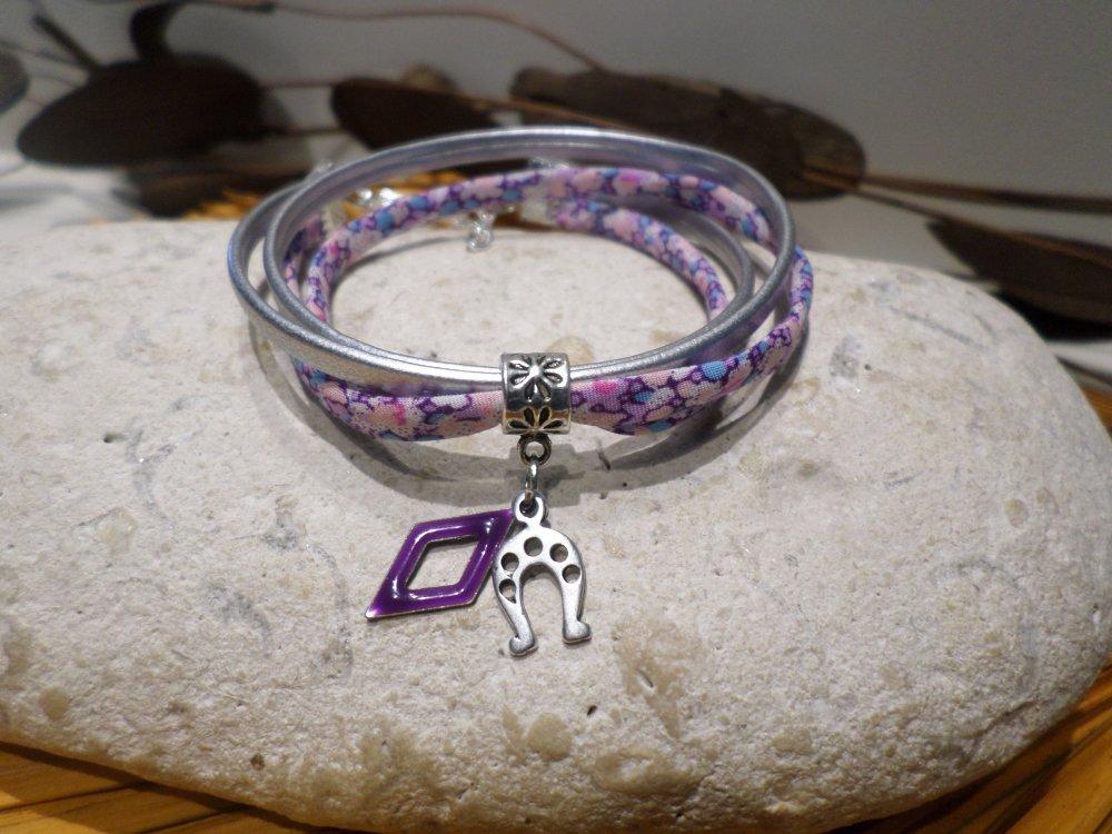 bracelet femme - cordon liberty fleuri rose mauve cuir argenté pendentif fer à cheval