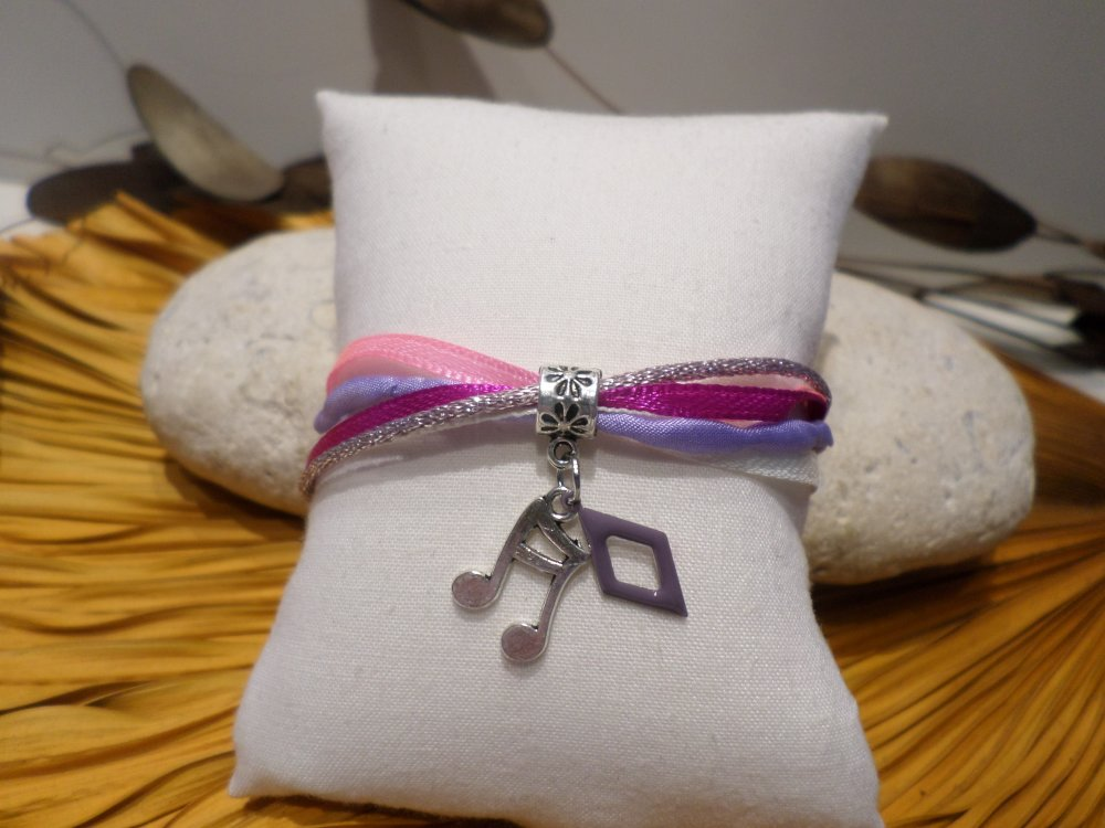 cadeau fête des mères - bracelet soie lilas satin rose violet pendentif notes de musique - BBml1902
