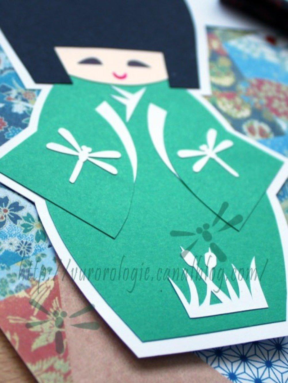 Carte kokeshi et son kimono orné de libellules