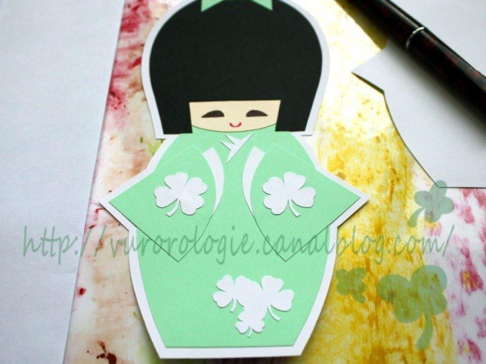 Carte kokeshi et son kimono porte-bonheur