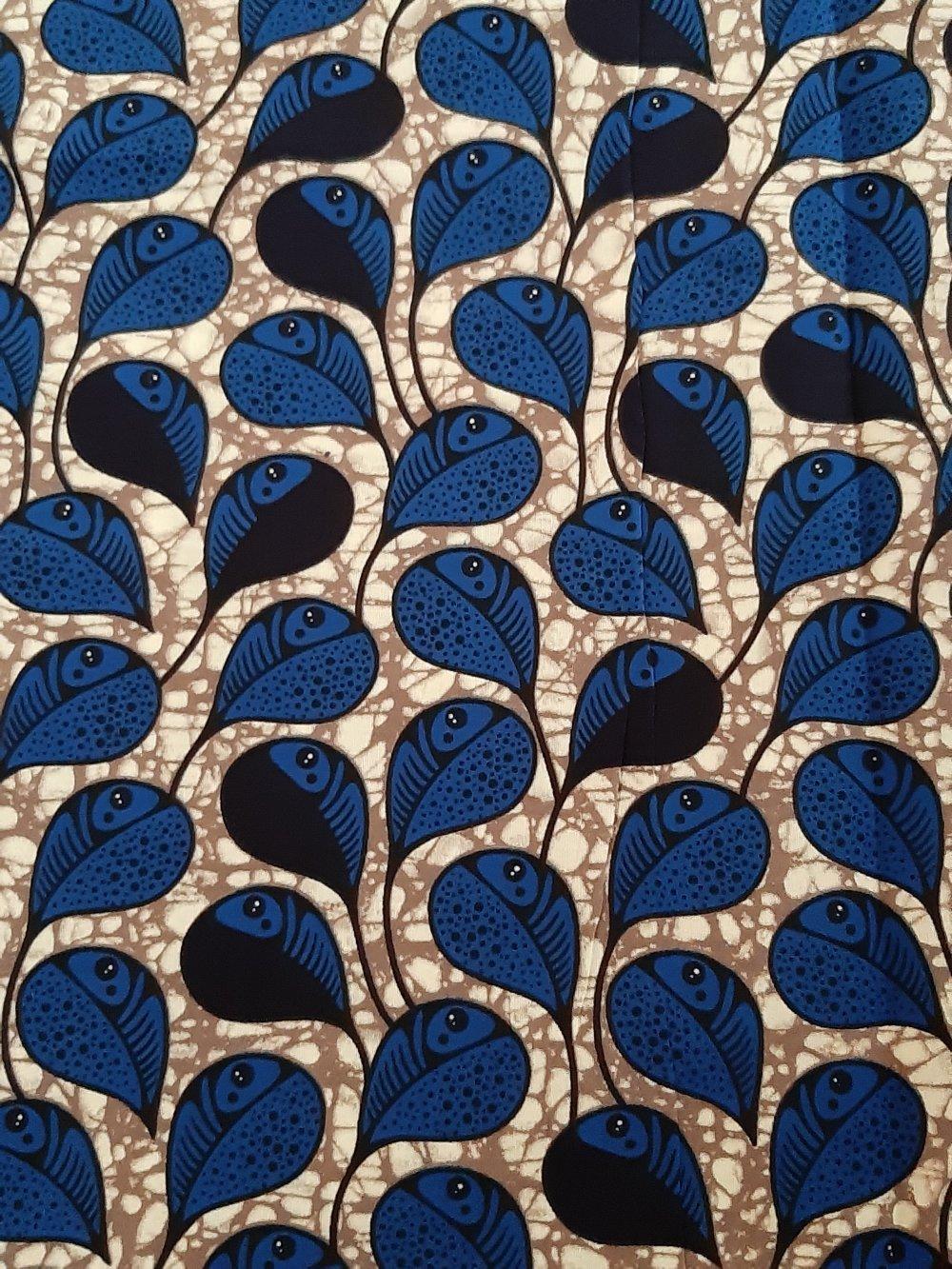 Tissu wax - par 50 centimètres - plumes / gouttes bleues sur fond gris - 100% coton - Tissu africain - pagne