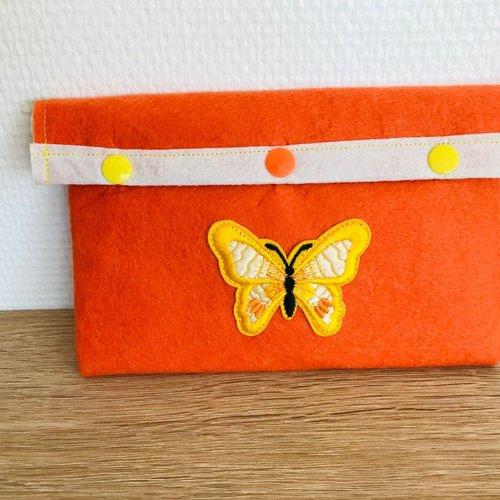 Pochette artisanale trousse étui feutrine motif papillon écusson appliqué 13 x 19 cm environ ref 25