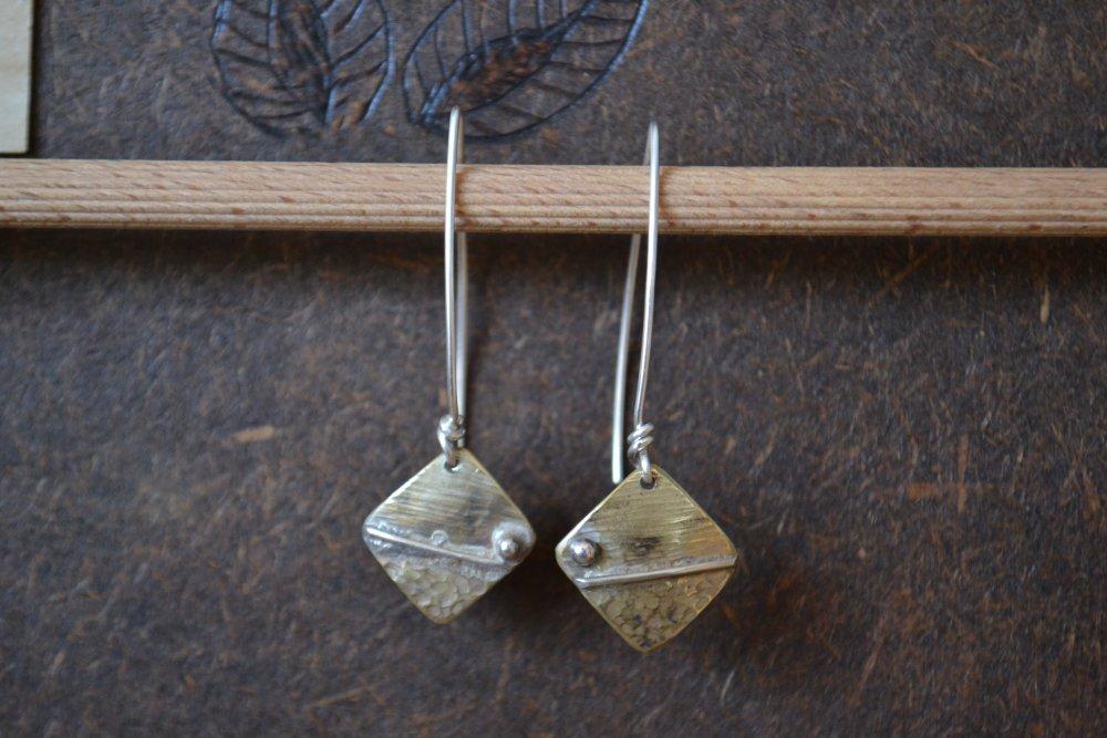 """Boucles d'oreille """"Artefact"""" carré, laiton et argent"""