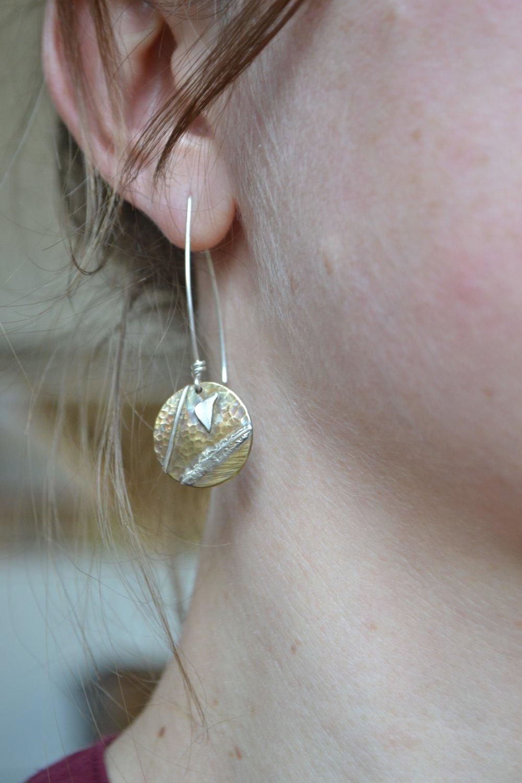 """Boucles d'Oreilles """"Artefact"""" élégantes en laiton et argent"""