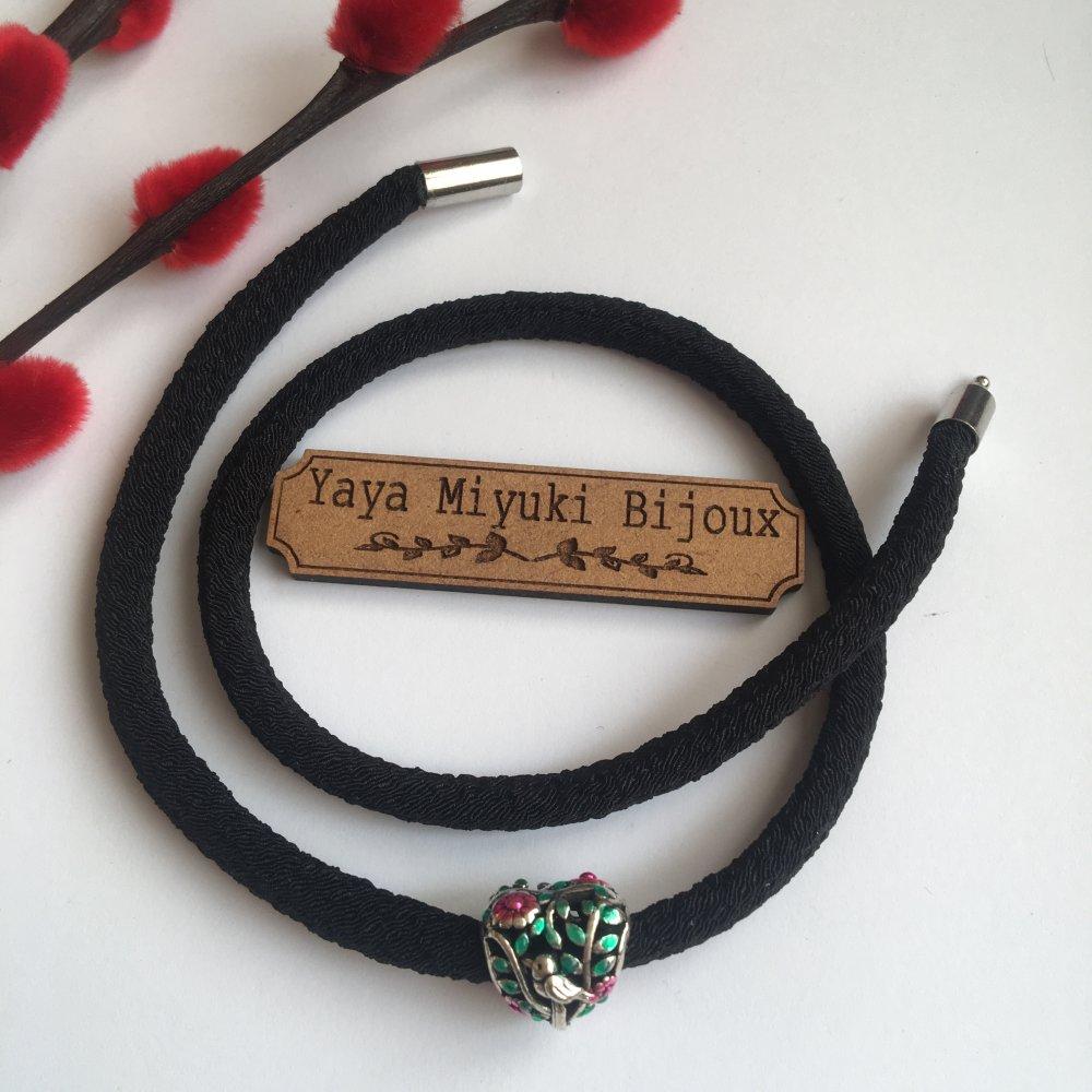 Bracelet fantaisie en cordon japonais Chirimen noir / Breloque Coeur Colibri