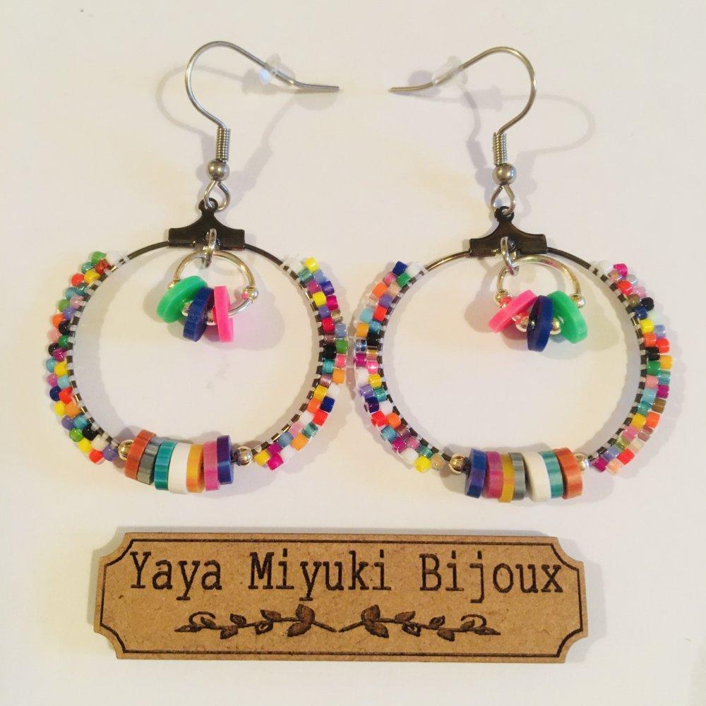 Boucles d'oreilles fantaisie créoles 4 cm argentées / Perles Miyuki et Heishi multicolores