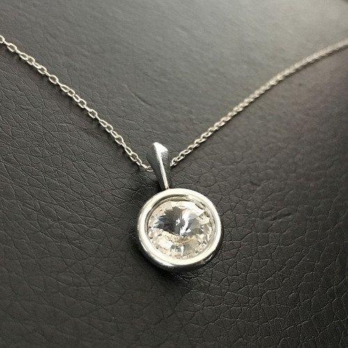 Collier pendentif rond cristal swarovski en argent 925/000 sur fine chaine  longueur 42 cm