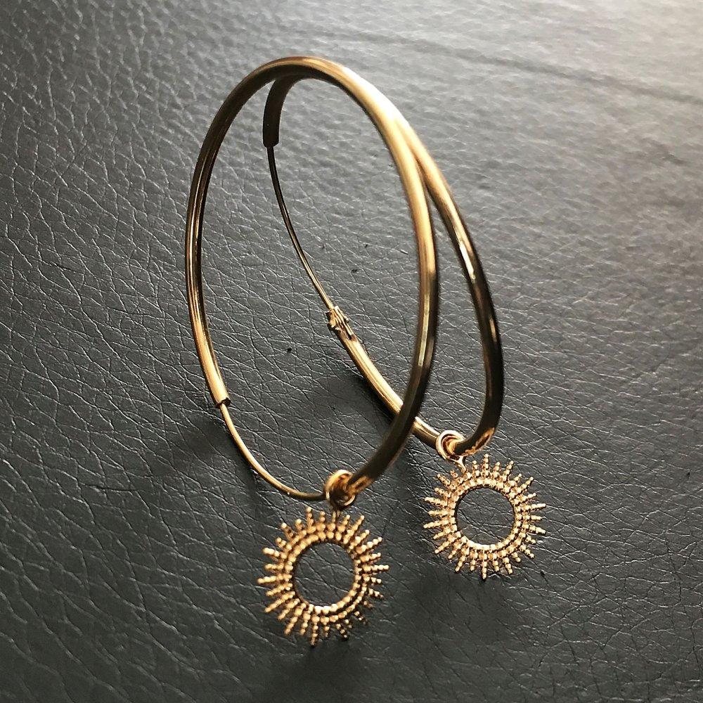 Boucles d'oreilles créoles plaqué or 18 carats pendants petits soleils