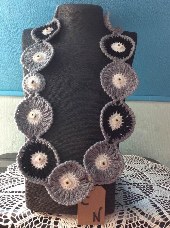 Chic et élégant collier de coton au crochet