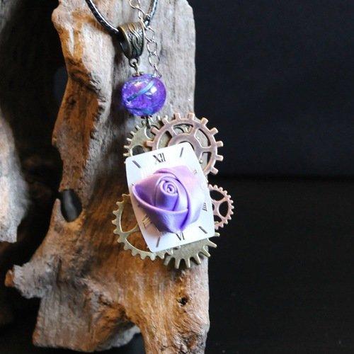 Collier steampunk, vintage sur cordon avec pendentif steampunk vintage, horloge et fleure en tissus