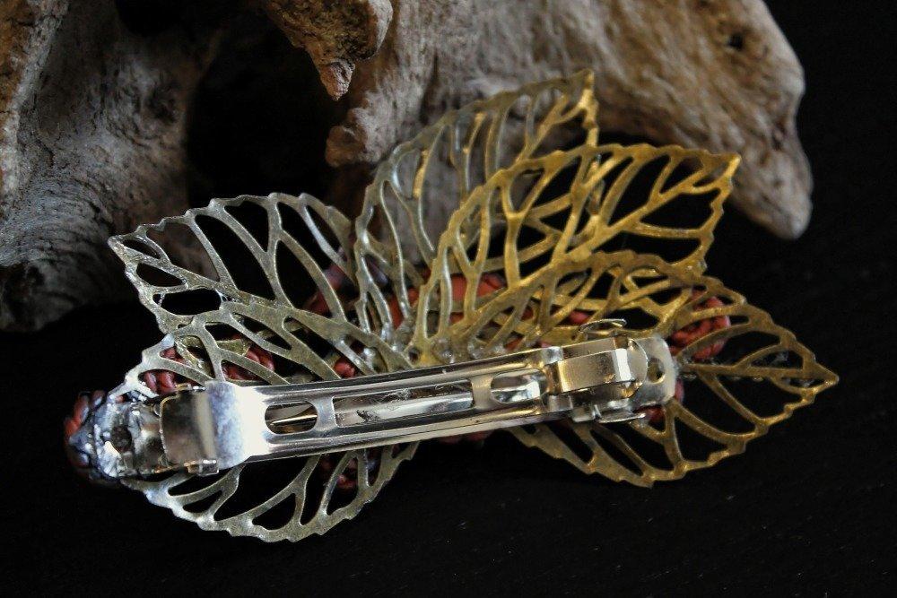 Barrette vintage steampunk avec feuilles, cabochon et fimo