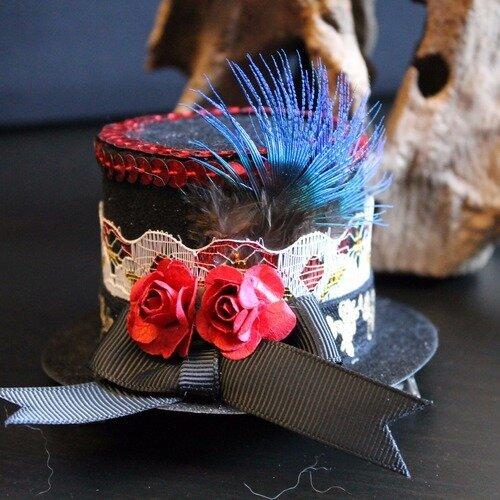 Bibi, chapeau haut de forme style victorien, vintage, steampunk, avec dentelle, ruban et fleures rouges