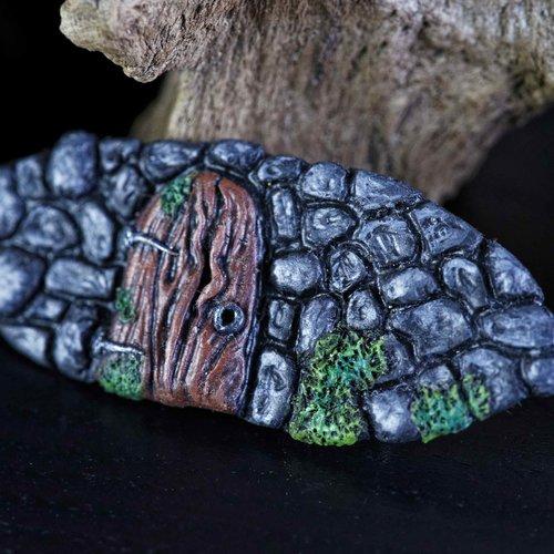 Barrette féérique pince crocodile en fimo faite à la main, motif mur de pierre et petite porte de bois