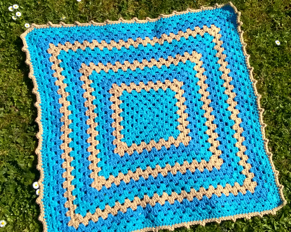 "Couverture au crochet - ""Granny Blue"""