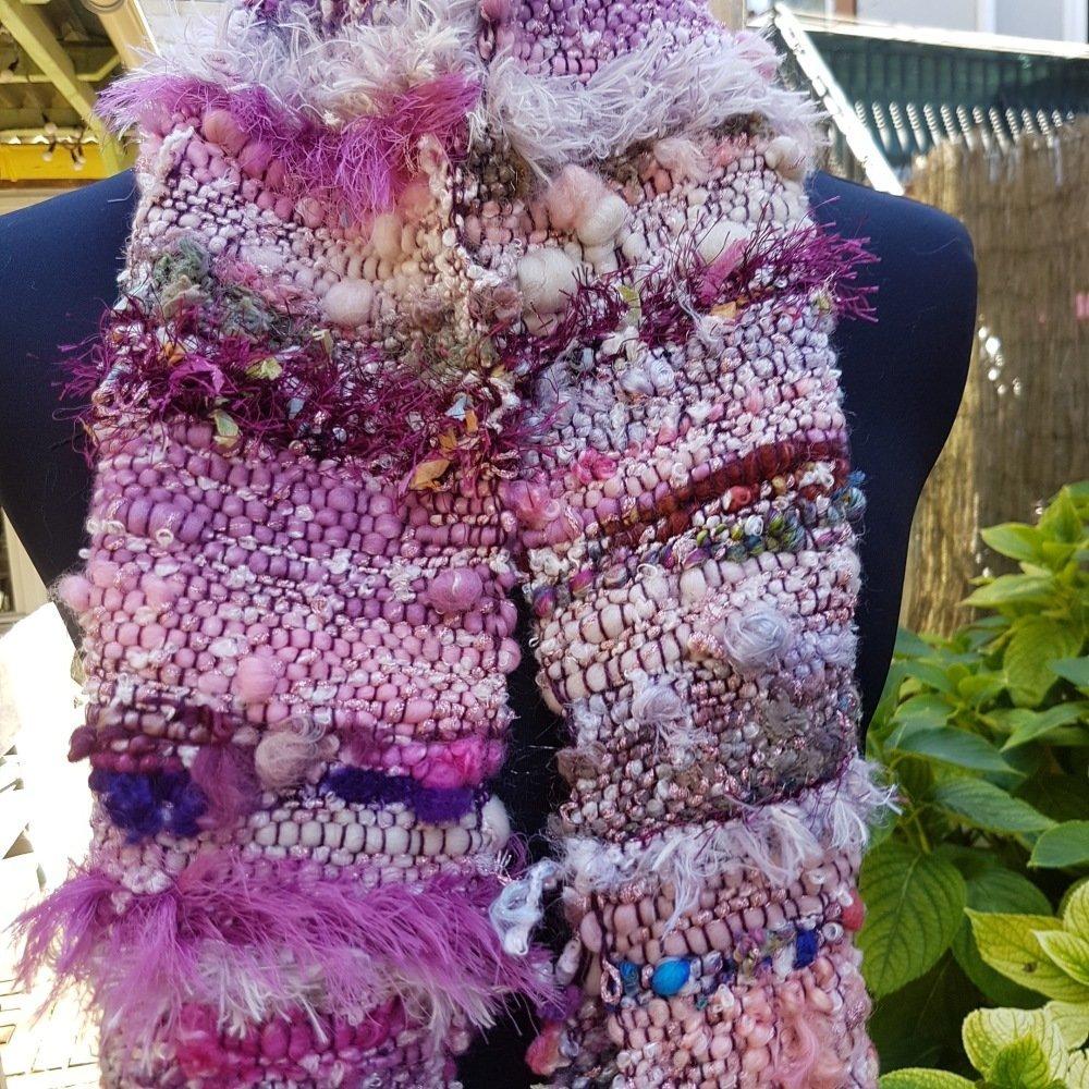 Écharpe rose de créateur en laines précieuses et tissage saori