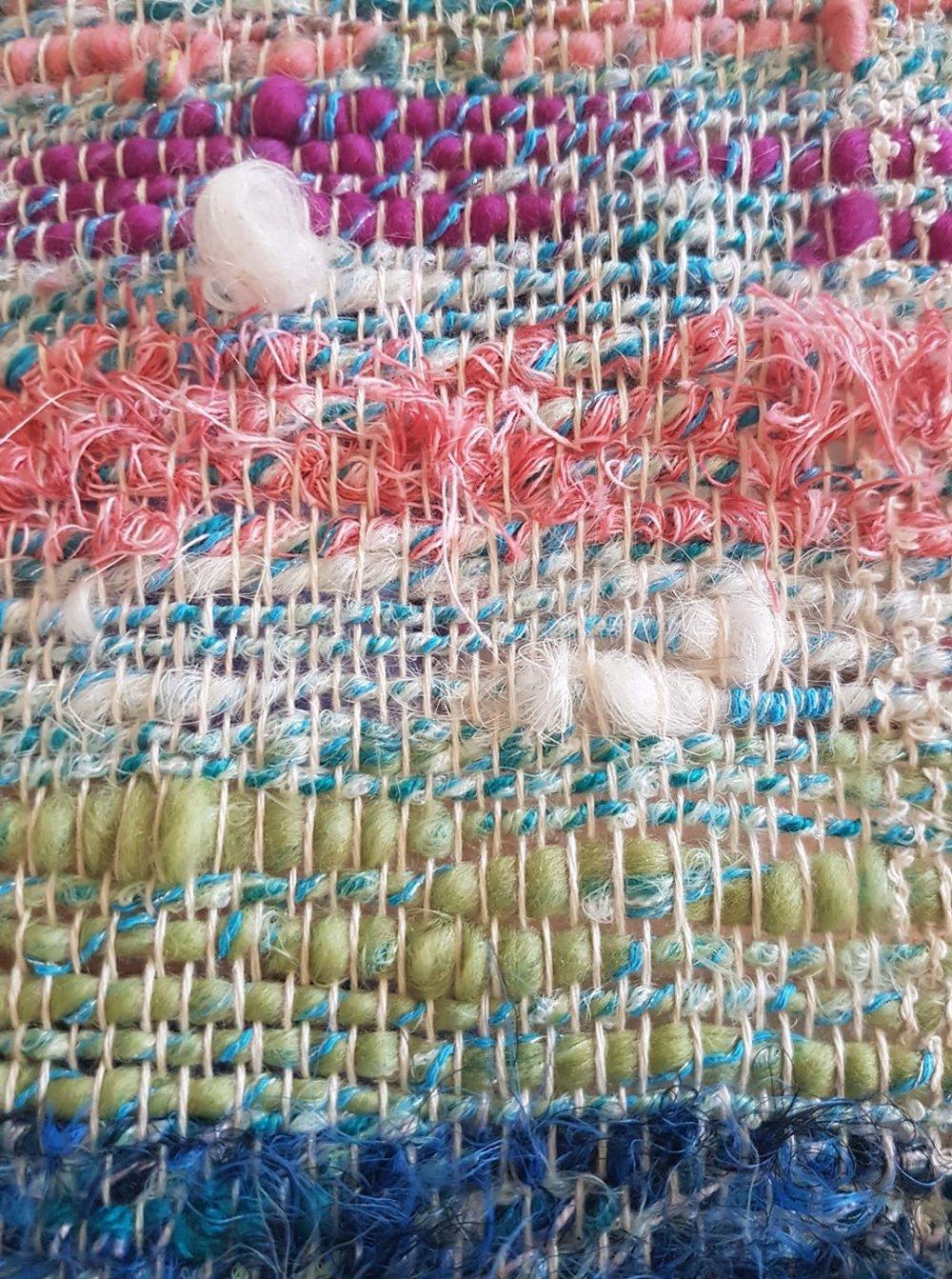Écharpe tissée en coton biologique et laines filées mains
