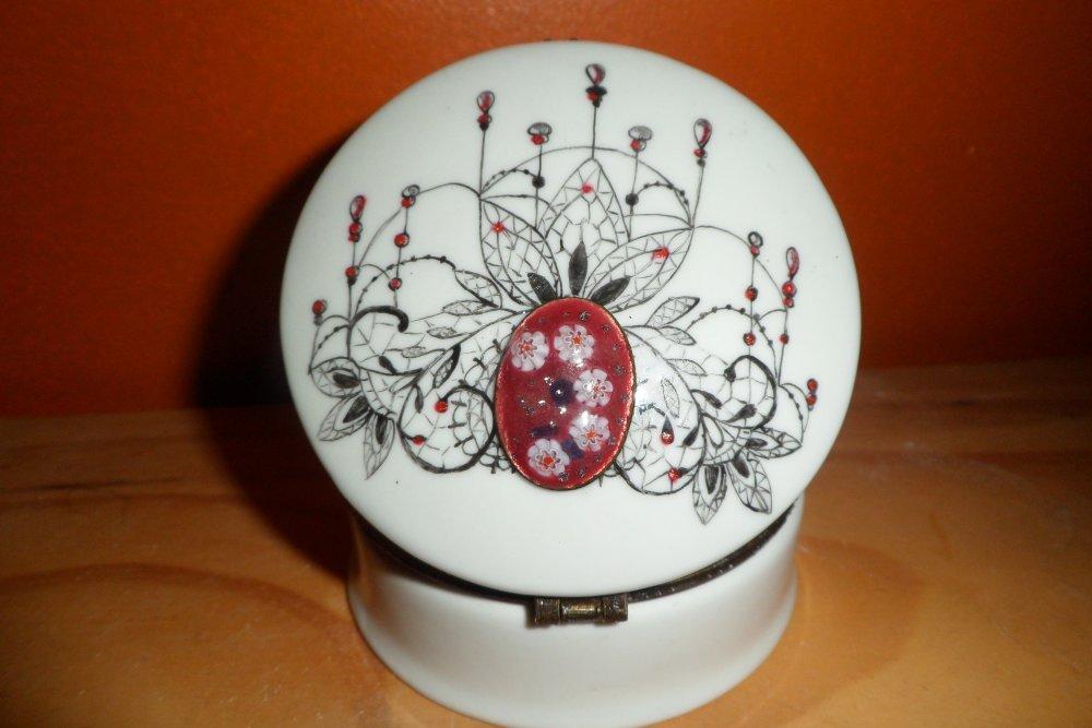 boite à bijoux ou bonbonnière motif dentelle avec émaux sur cuivre, personnalisable