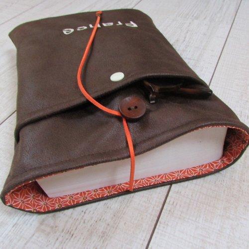 Protège livre à personnaliser avec broderie, housse protection format poche tissus simili cuir - 446