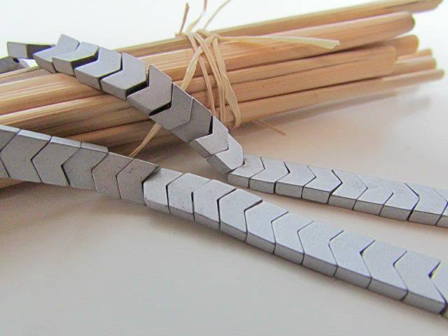 20 perles chevron 6 x 4 mm en hématite synthétique argenté mat -trou 0.8 mm - 513.7