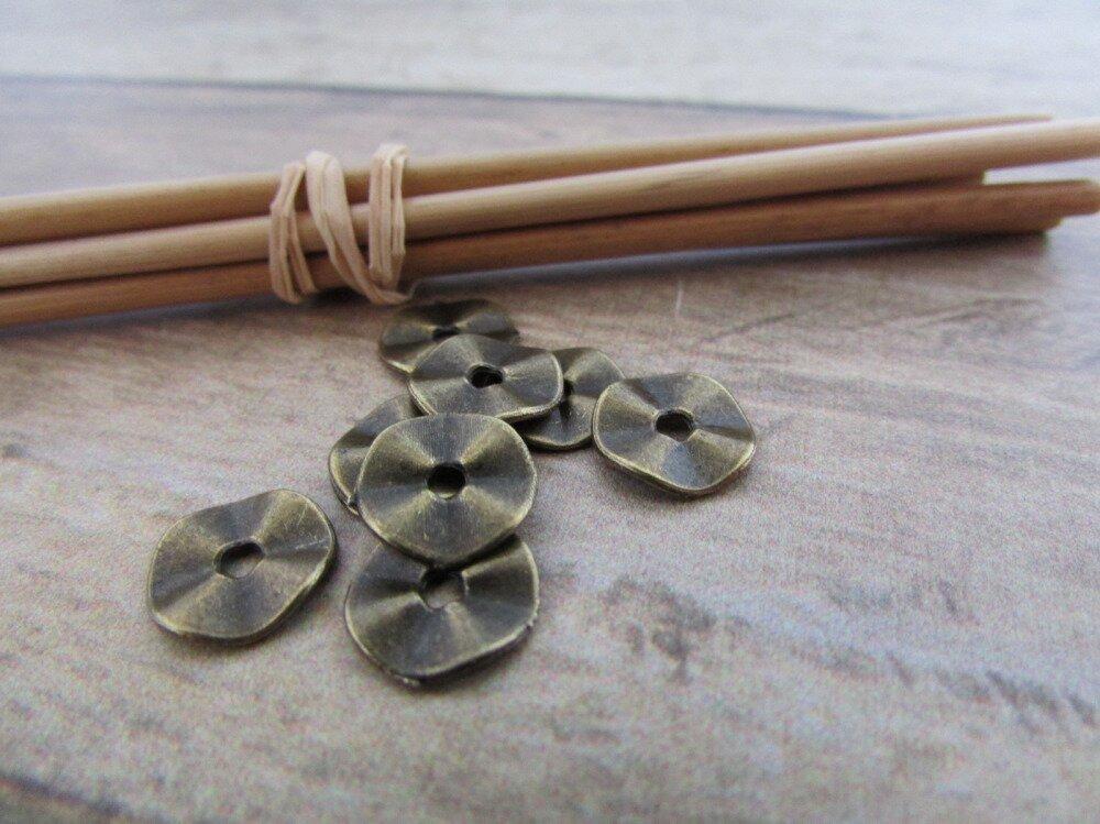20 perles intercalaires ondulée plate et ronde en métal couleur bronze - 0.9 cm de diamètre - trou 2 mm- 74.34