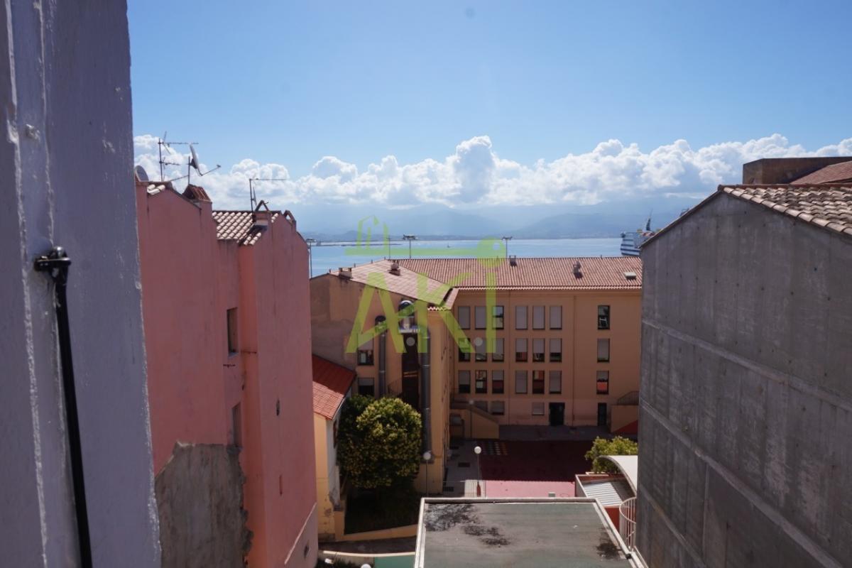 T4 centre ville vue mer -AJACCIO-