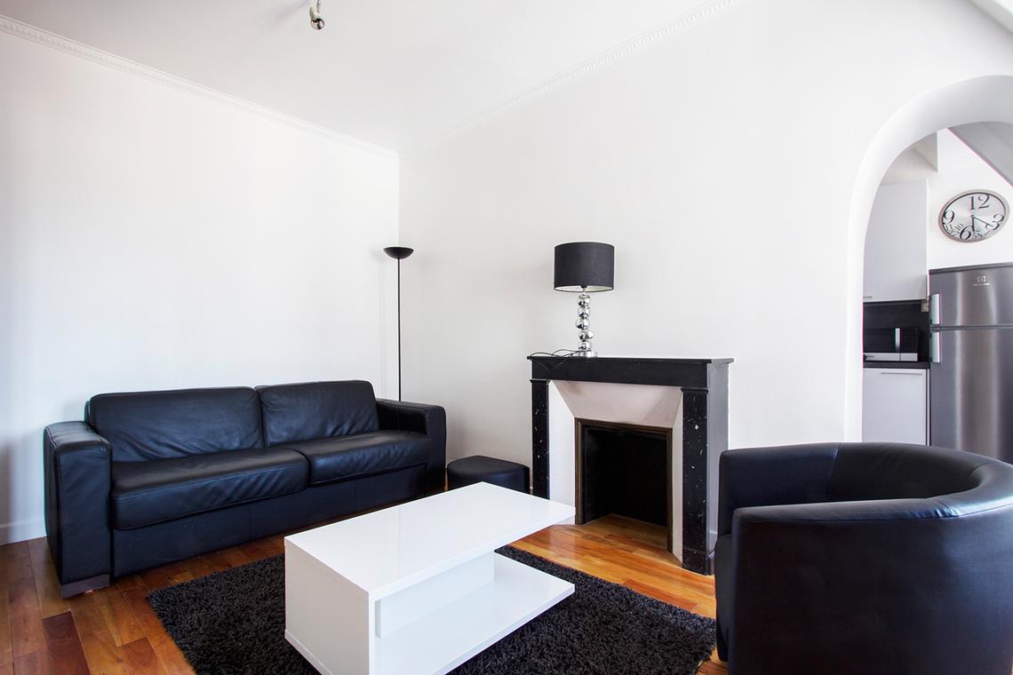 location studio meubl 30 m paris 16e 1 350. Black Bedroom Furniture Sets. Home Design Ideas