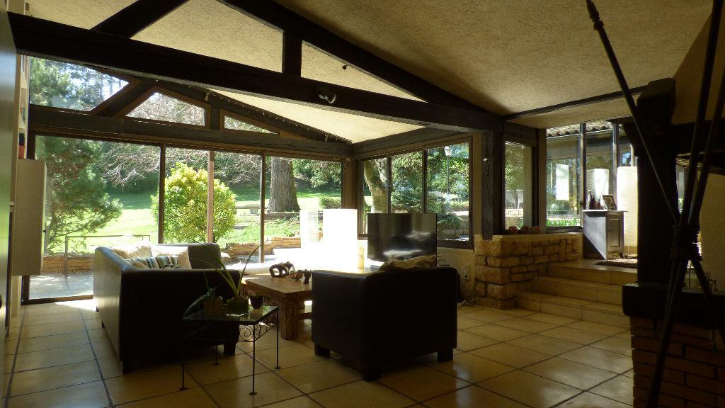 Maison 14pièces 380m² à Saint-Cyr-sur-le-Rhône