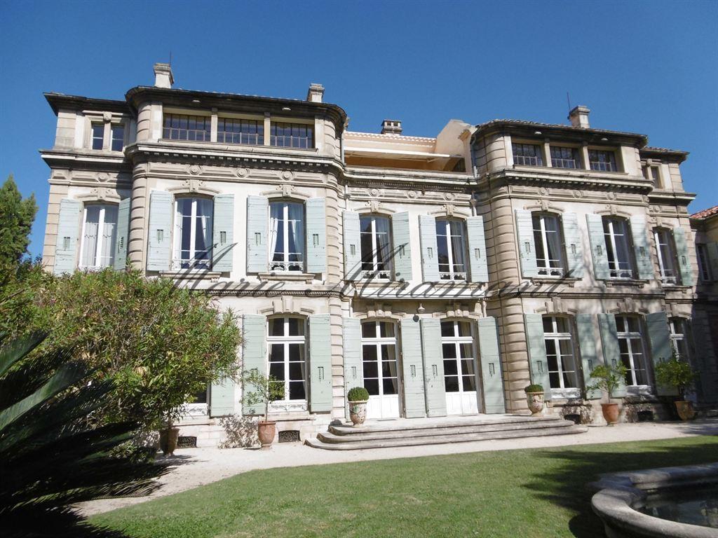 Avignon, exceptionnel hôtel particulier avec parc et bassin