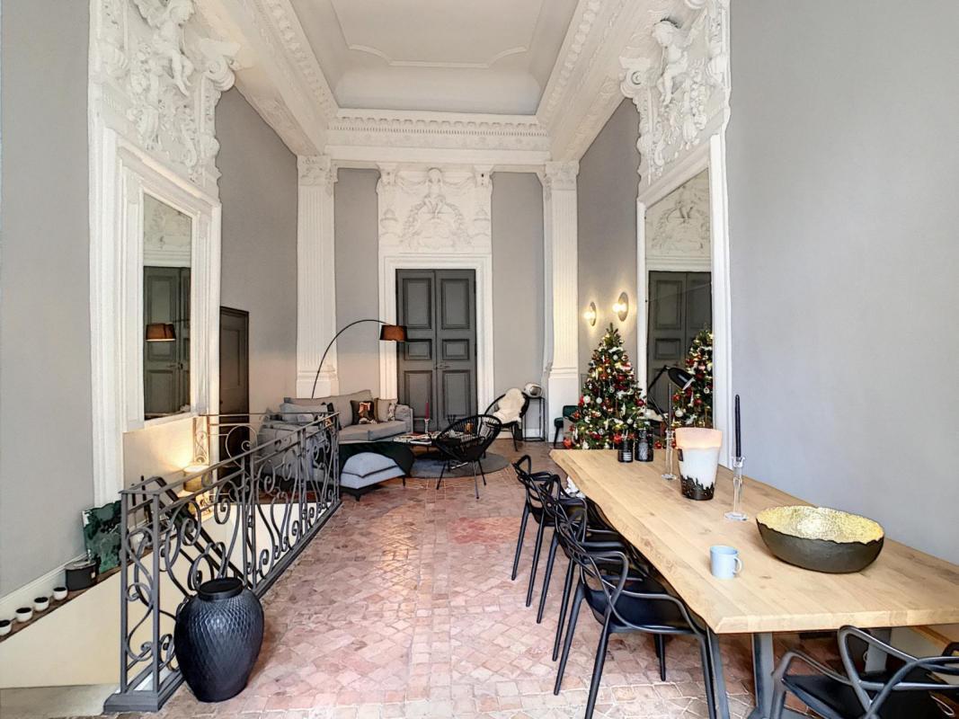 Exclusivité. Avignon intra-muros - Superbe appartement de 168 m² avec terrasse, dans un hôtel particulier du XVIème siècle
