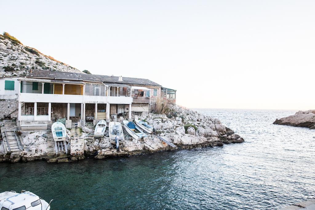 vivre aux goudes est un vritable choix les habitants sont tombs amoureux de ce petit bout du monde entre rochers et eaux with maison du monde calanque