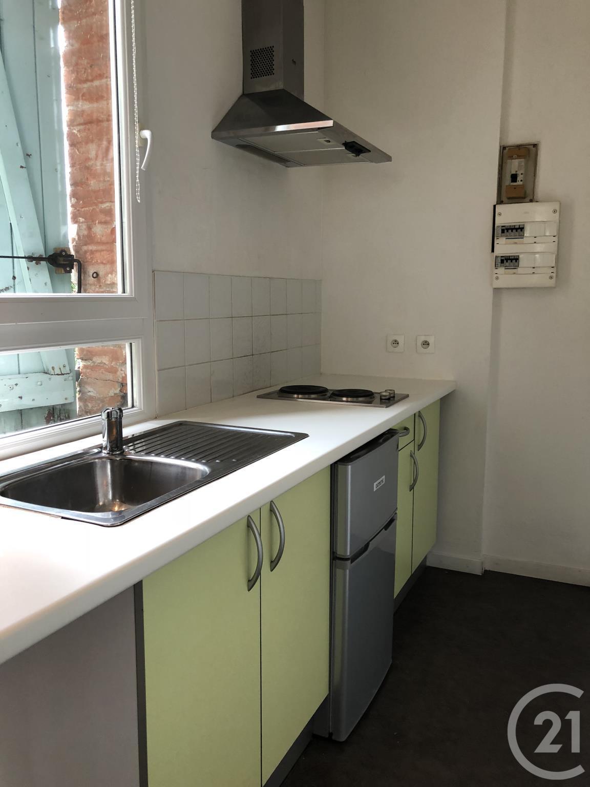 location studio 17 m toulouse 360. Black Bedroom Furniture Sets. Home Design Ideas