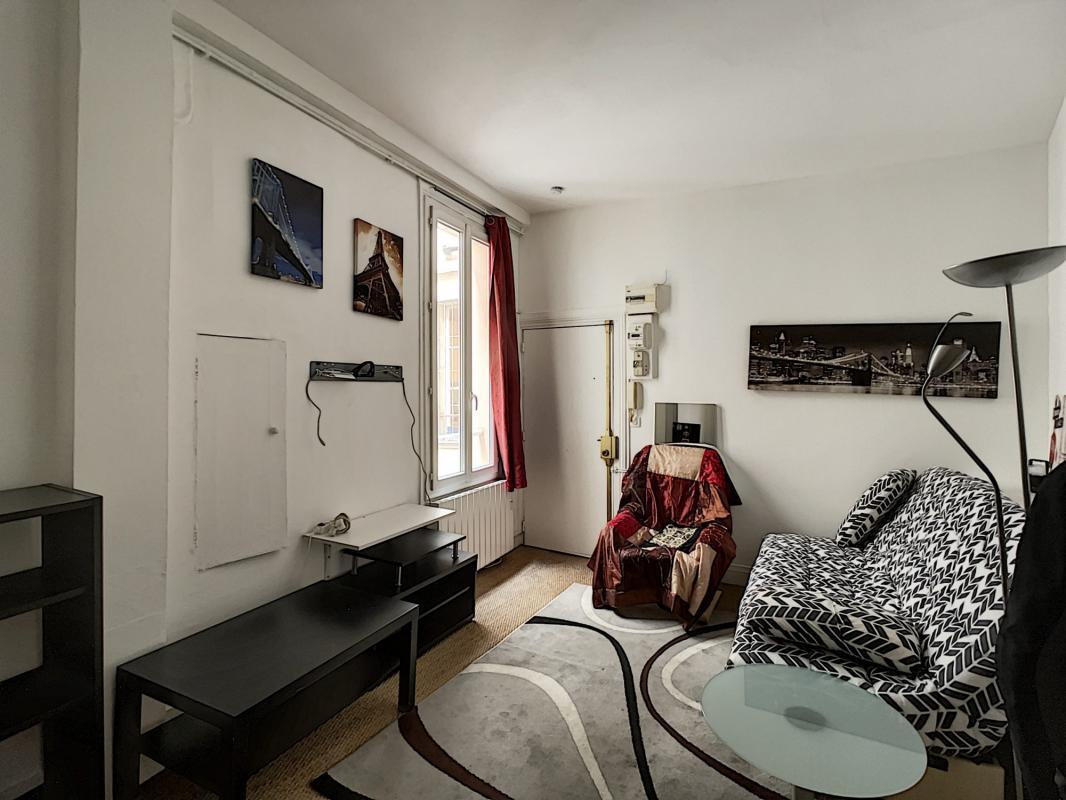Studio meublé à côté de Palais Royal