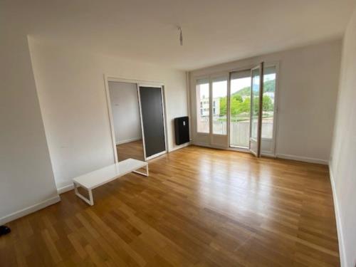 Appartement refait à neuf avec garage et loggia
