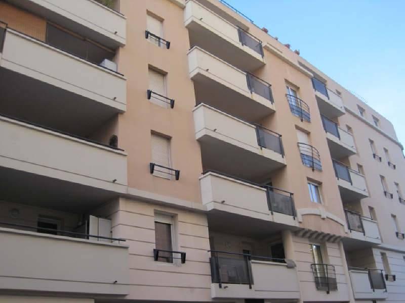 location appartement 3 pi ces 64 m marseille 1er 866. Black Bedroom Furniture Sets. Home Design Ideas