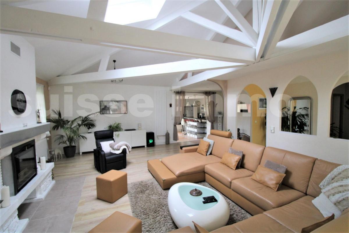 PROCHE CHU MINJOZ VILLA DE 250M² AVEC PISCINE ET POOL HOUSE SUR 14,8 ARES DE TERRAIN