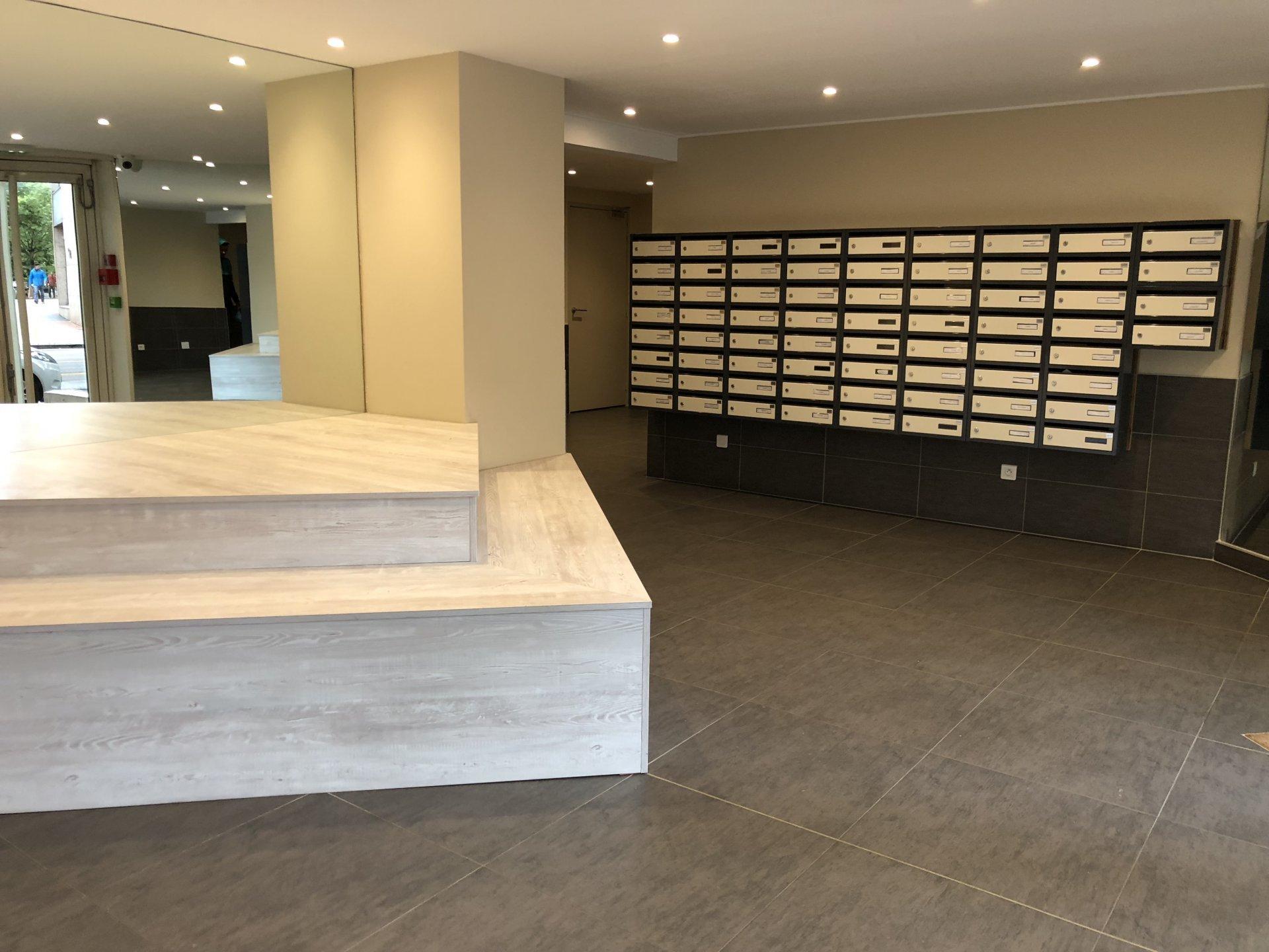 Achat studio 19 m lyon 7e 79 920 for Acheter un box de garage pour le louer