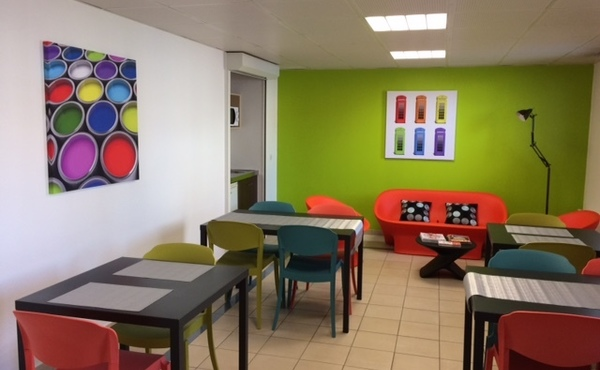 location studio meubl 18 m lyon 8e 450. Black Bedroom Furniture Sets. Home Design Ideas