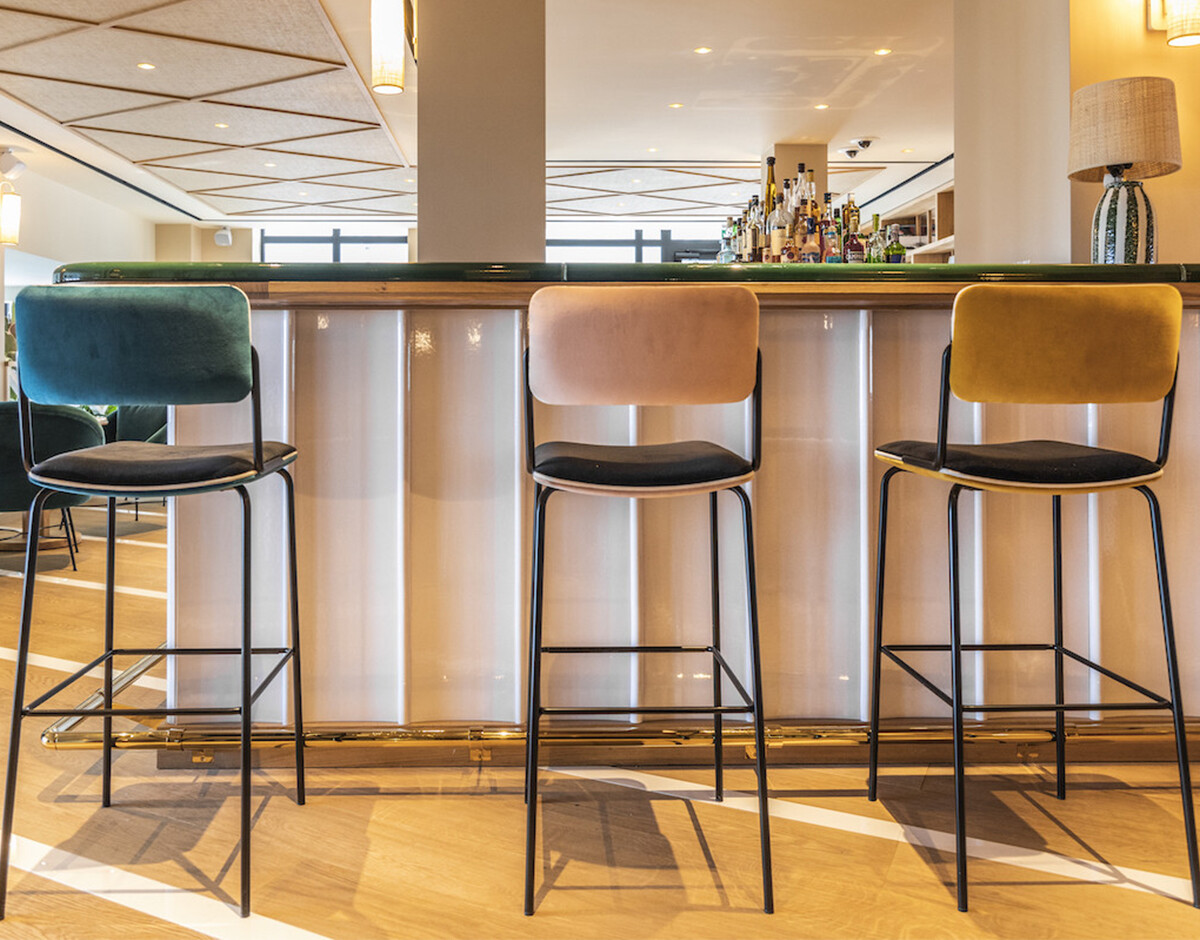 with Double Jeu bar chair